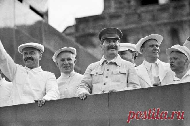 По мнению Сталина, пятичасовой рабочий день в СССР был просто необходим для построения коммунизма. Более полное обоснование введения подобного новшества глава государства привел в своем сборнике статей «Экономические проблемы социализма в СССР.