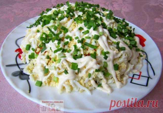 Слоёный салат со шпротами — Кулинарная книга - рецепты с фото