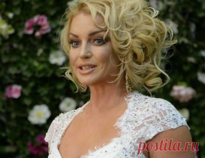«Как царица»: 42-летняя Волочкова в ультрамини похвасталась новым цветом волос   teleprogramma.pro