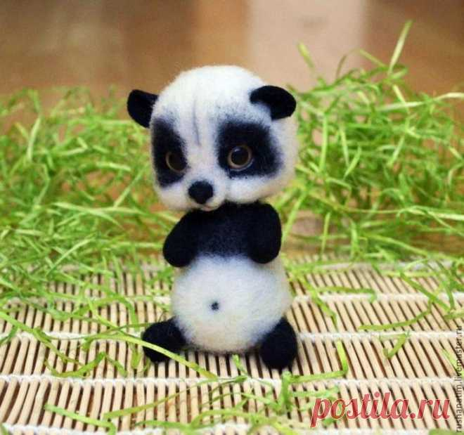 We drag a panda I Present to your attention a master class in a fulling of the dear pan-daughter. Materials and tools which will be necessary for us: 1. Kardoches white and black color. 2. Needles for a fulling (an asterisk 36 and 38). Skim milk...