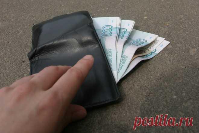 Нашли кошелек с большими деньгами: как не оказаться в тюрьме из-за ценной находки Многие из нас хотя бы один раз в жизни находили на улице или в подъезде ценные вещи: деньги, мобильники, банковские карты, кошельки ...